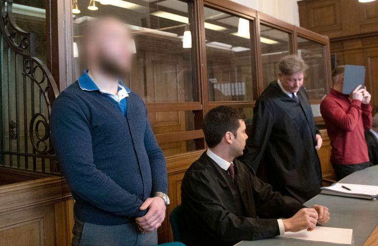 Marvin N. (vooraan) en Hamdi H. (achteraan) kregen gisteren de bevestiging van hun oorspronkelijke veroordeling te horen.