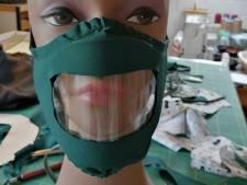 Cette chapelière liégeoise a mis au point un masque spécial pour les malentendants