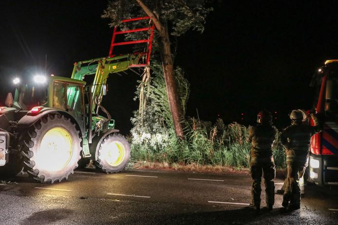 In Creil waaiden vooral takken van bomen. De brandweer en loonwerkers ruimden ze samen op.