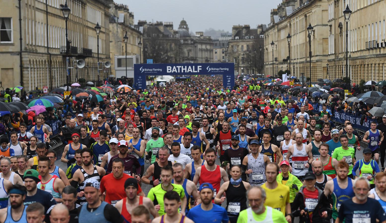 De halve marathon in Bath kende een groot deelnemersveld...