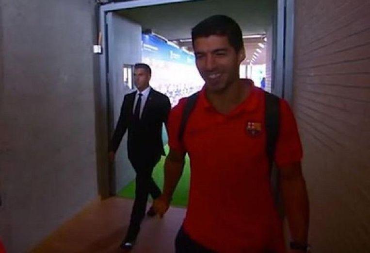 ... en Suárez beseft dat zijn ploegmaat hem in de maling heeft genomen.