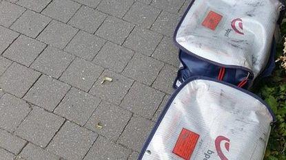 Jobstudent bpost laat volle postzakken voor huis staan
