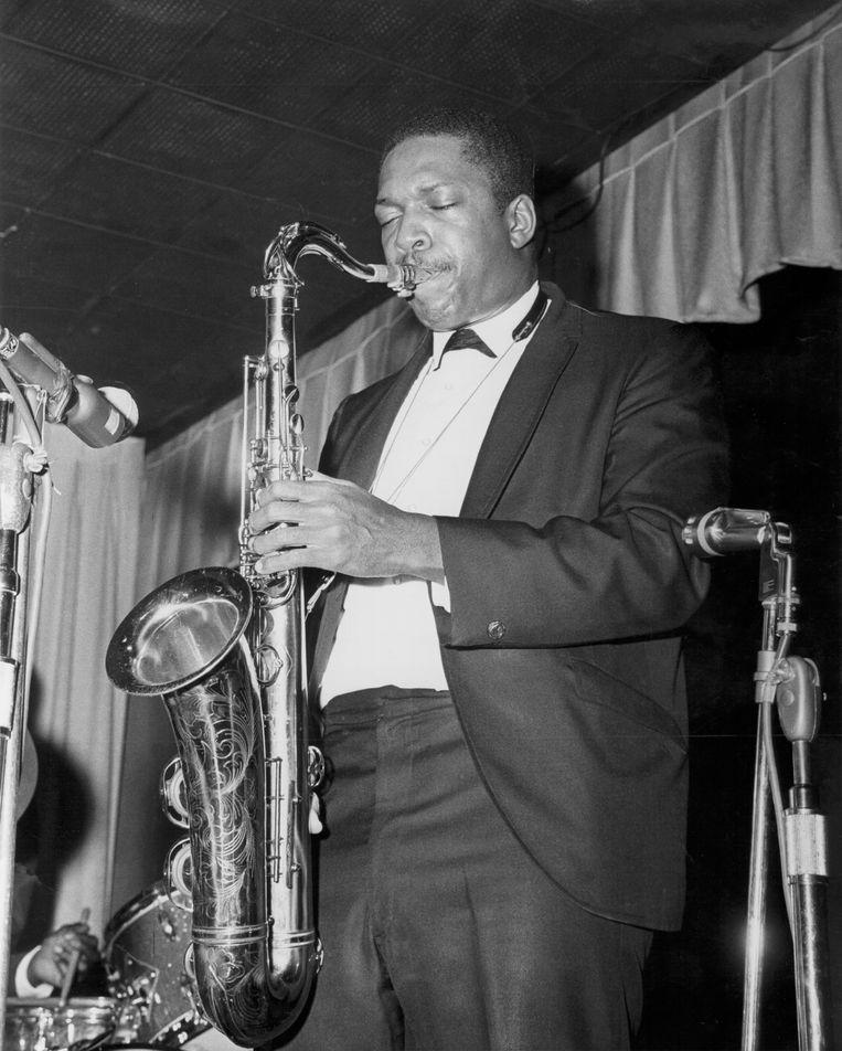 John Coltrane tijdens een optreden rond 1962.  Beeld null