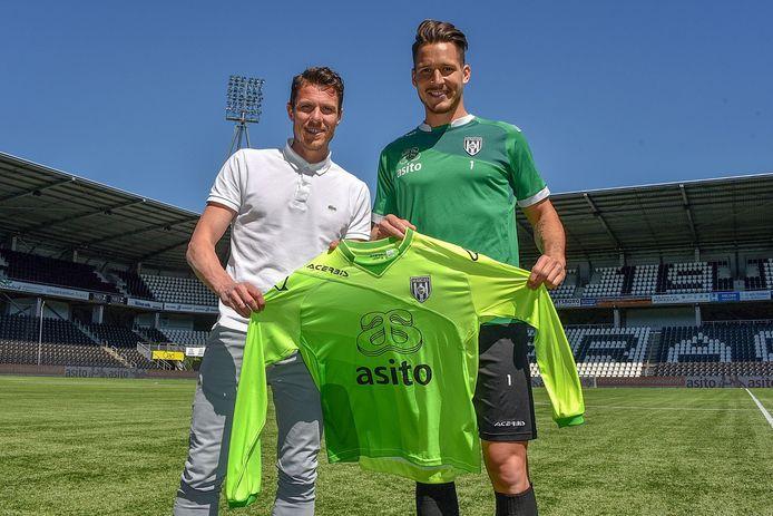 Mark-Jan Fledderus met naast hem Janis Blaswich, de nieuwe doelman van Heracles Almelo.