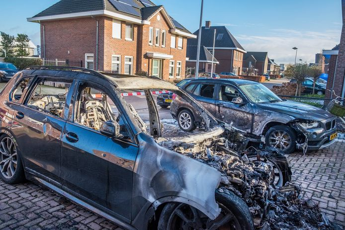 Aan de Stroomrug in Cuijk is voor de tweede keer in korte tijd een auto in brand gestoken. Ook dit keer was de schade fors.