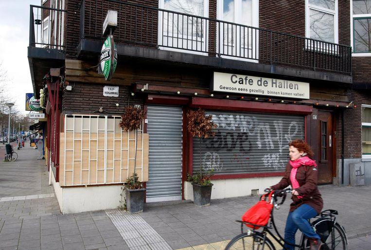 Foto uit 2008 van cafe De Hallen op de hoek Willem de Zwijgerlaan/Jan van Galenstraat waar kroegbaas Thomas van der Bijl werd vermoord. Beeld anp