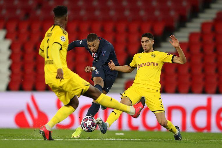 De return tussen PSG en Dortmund in de Champions League werd woensdag achter gesloten deuren gespeeld.