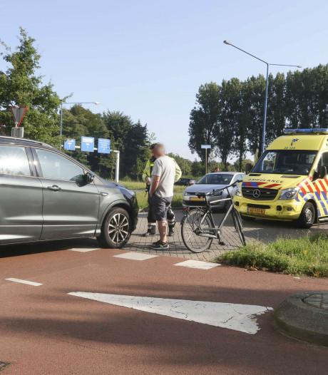 Jongen op fiets lichtgewond door botsing met auto in Breda