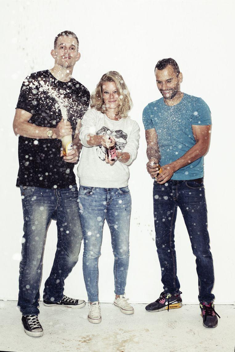 Stephan, Tessa en Boyd leveren met Dorstlust ongeveer tachtig soorten frisdrank Beeld Linda Stulic