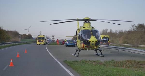 Motorrijder komt om bij ongeluk op Larserweg tussen Lelystad en Zeewolde.