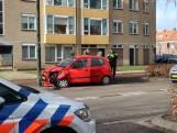 Auto botst tegen lantaarnpaal in Oosterhout, één gewonde
