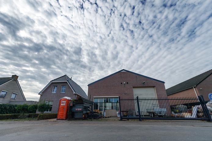 Archieffoto BN DeStem van de loods waar in oktober een groot drugslab is ontruimd.
