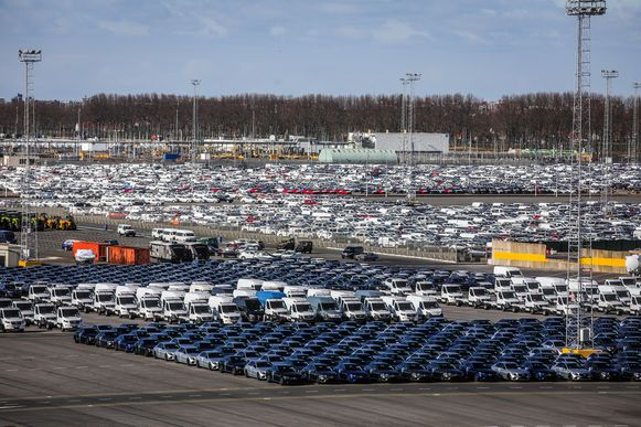 Ico Zeebrugge ziet hoe hun parking langzamerhand volloopt met nieuwe wagens die niet uitgevoerd kunnen worden