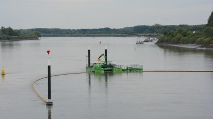 Onbemande boot en fuik moeten drijvend afval opvangen in de Schelde