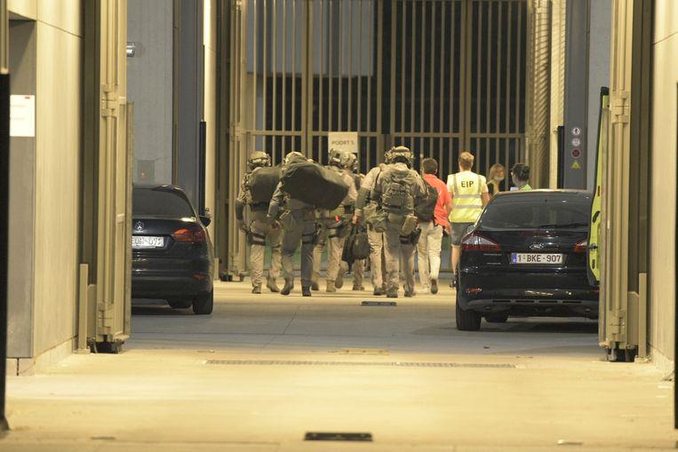 Speciale eenheden van de federale politie verzamelen aan het FPC in Antwerpen.