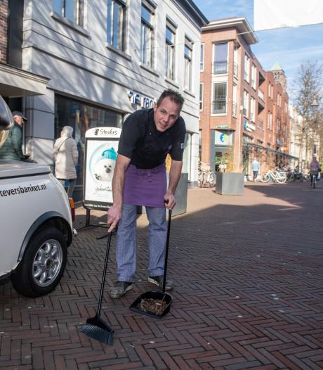 Alphense wethouder wijst ondernemers op verplichting om straatje schoon te vegen