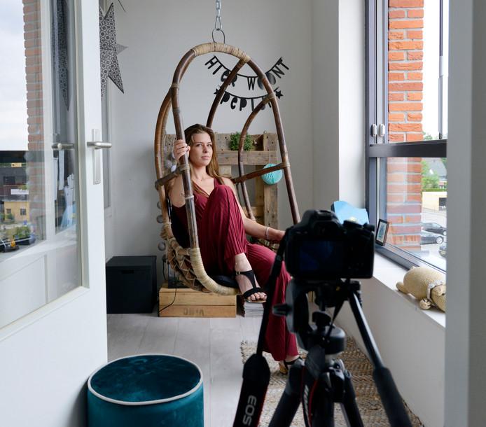 Jessie von Piekartz interviewde en fotografeerde voor haar eindexamenexpo twintig bewoners van haar eigen flat.