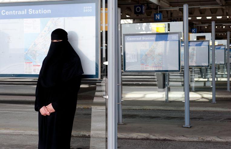 Het dragen van een nikab en een boerka in het openbaar vervoer is straks verboden.  Beeld ANP XTRA