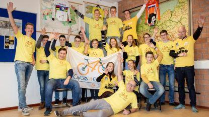 Nederlandse leerlingen fietsen door Zottegem voor het goede doel