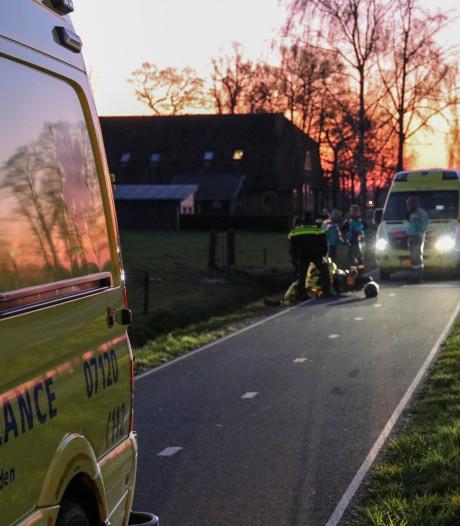 Scooterrijder rijdt vrouw met hond aan in Barneveld