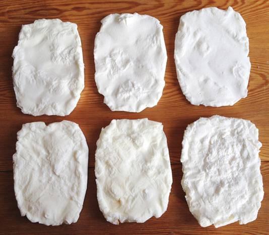 Bewerking van het zout levert deze bouwstenen op.