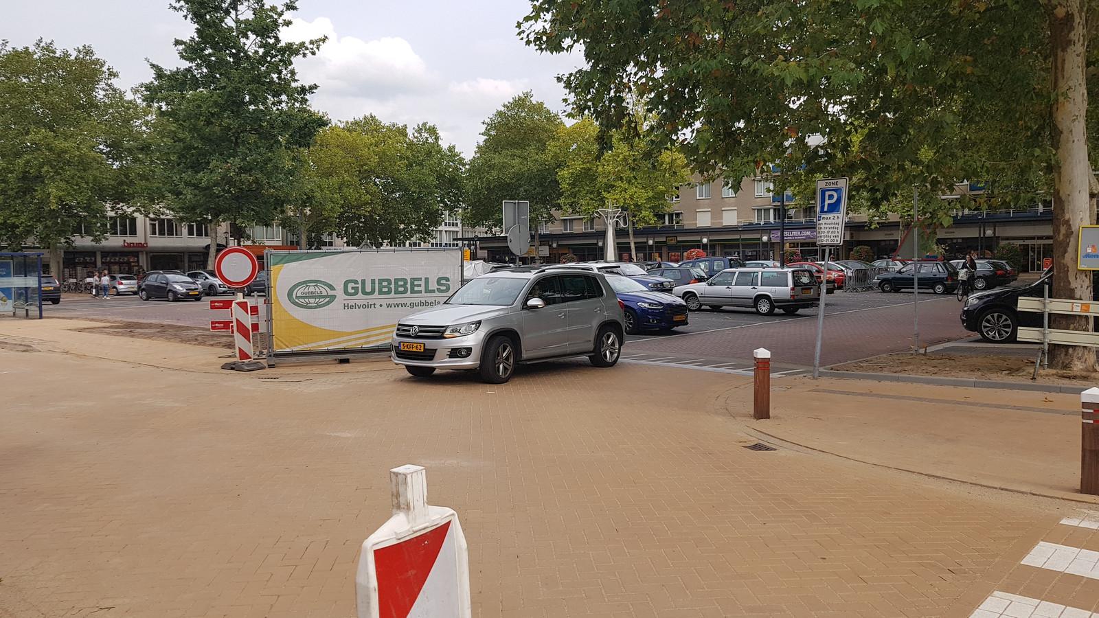 De inritten aan de kant van de Esscheweg naar het plein zijn weer open