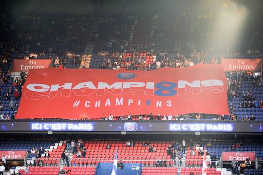 De fans van PSG hingen al voor het duel met Monaco al een tifo op.