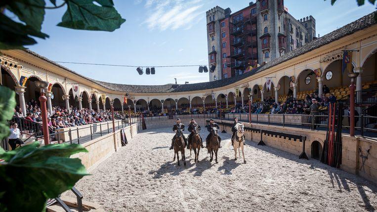 Een paardenshow in de Spaanse Arena. Beeld Europa-Park
