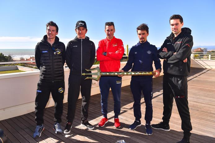 Geraint Thomas (tweede van links) en Vincenzo Nibali zagen gisteren van dichtbij hoe sterk Remco Evenepoel is. Verder op de foto vlnr: Primoz Roglic, Julian Alaphilippe en Tom Dumoulin.