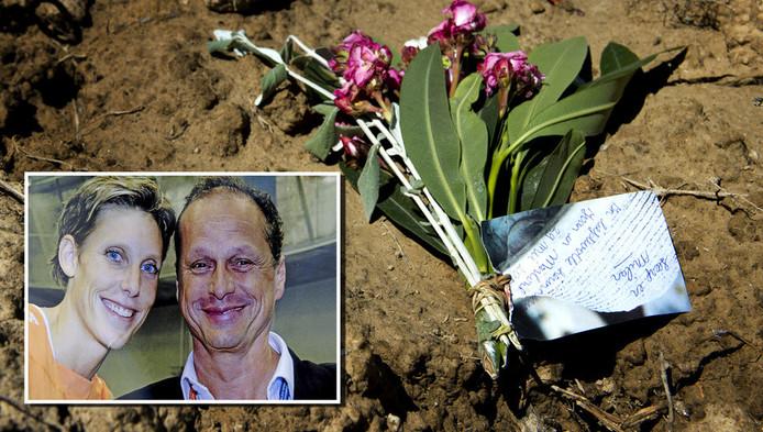 Bloemen op de plek waar Visser en haar partner Severein werden gevonden.