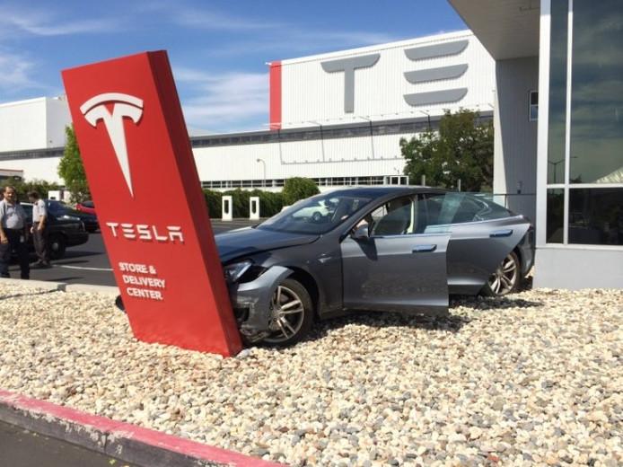 Een ongeluk komt nooit alleen, weet ook Elon Musk