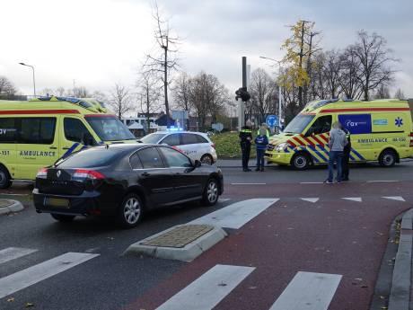 Fietsster overlijdt na aanrijding op rotonde in Hardenberg: 'Ik ben op mijn knieën gaan bidden dat ze bleef leven'