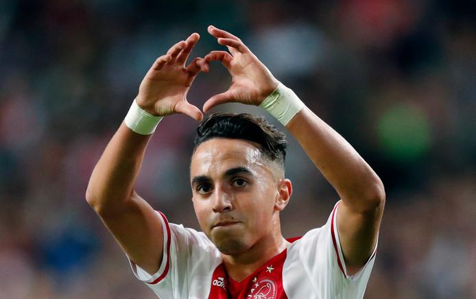 Abdel Nouri scoort de 5-0 in zijn debuutwedstrijd in september 2016 en bedankt het publiek.
