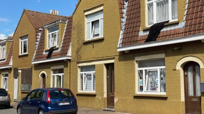Sint-Bernadettewijk in rouw: zwarte vlaggen aan woningen van wijk die gesloopt moet worden