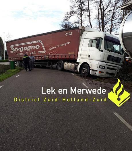 Vrachtwagen strandt in Molenaarsgraaf: 'Even Apeldoorn bellen'