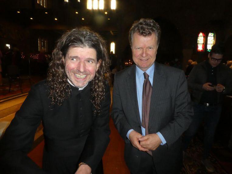 Pierre Valkering op zijn boekpresentatie met oud-politicus Boris Dittrich. Beeld Hans van der Beek