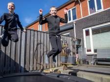 Henk en Aalt missen door coronacrisis hun grote, verstandelijk beperkte broer Jauc: 'We moesten kiezen'