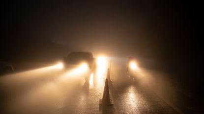 Dode en 20-tal gewonden bij zware kettingbotsing door dichte mist in Friesland: autoriteiten roepen op niet meer weg op te gaan