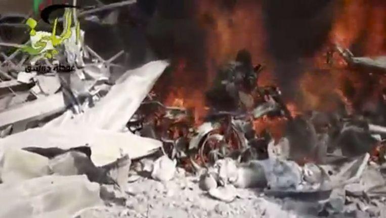 Amateurbeelden van de brand na de aanval Beeld ap