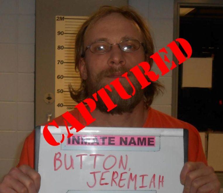Een eerdere mugshot van Jeremiah Button. 'Gepakt' heeft de lokale politie over het beeld heen geplakt.