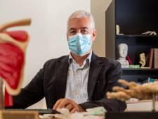 Snel honderden mensen de griepprik geven lukt dit jaar niet, merkt deze huisarts in Emst