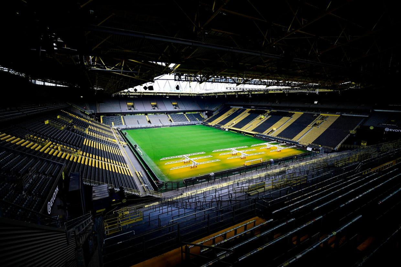 Het stadion van Dortmund, waar zaterdag de topper tegen streekgenoot Schalke 04 speelt in een leeg stadion Beeld AFP