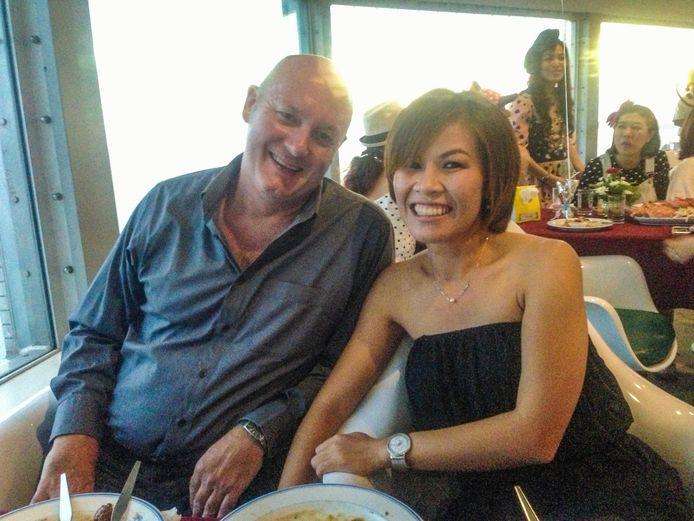 Johan van Laarhoven met zijn Thaise vrouw Tukta.