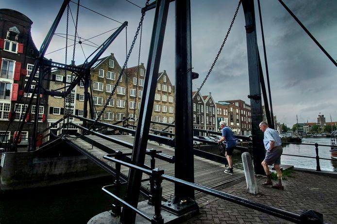 De Damiatebrug in Dordrecht, nu nog zonder slagbomen.