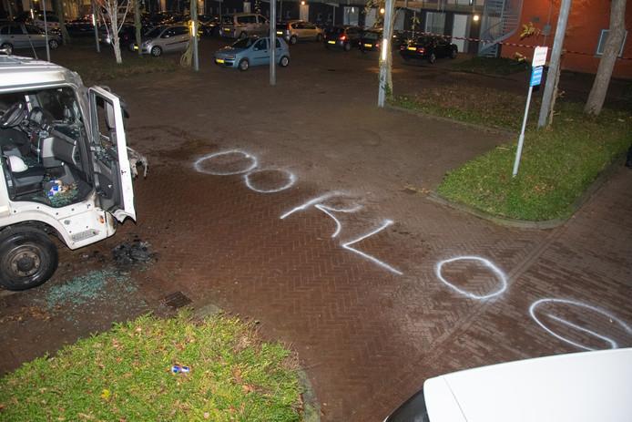 Bij de meest recente voertuigbrand in Woerden werd het woord 'oorlog' aangebracht op het wegdek.