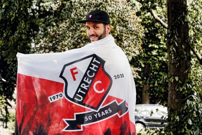 Ontwerper Nathan Roos heeft een ontwerp gemaakt voor 50 jaar FC Utrecht jubileum. Hij heeft het nu in een vlag vorm maar misschien wil Fc Utrecht er wel een jubileum shirt van maken.