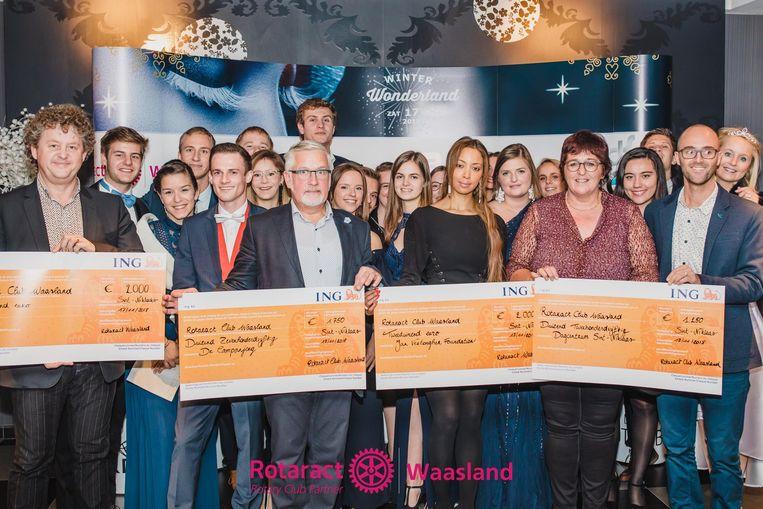 Rotaract kon vier dikke cheques uitdelen onder de goede doelen die gesteund worden.