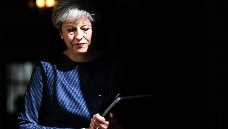 De Britse premier Theresa May voor de aankondiging van de vervroegde verkiezingen. Beeld null