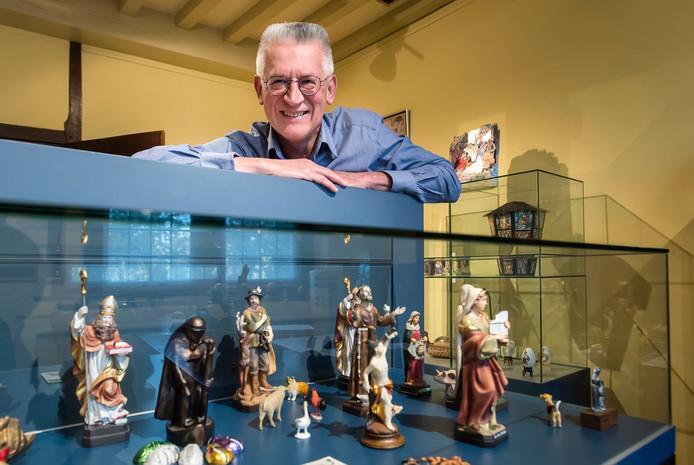Wim van der veeken exposeert zijn collectie heiligenbeelden in museum de Roos op de Markt.