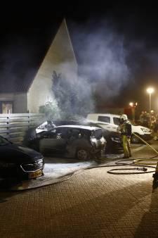Politie bekijkt beelden autobrand Zwolle-Zuid